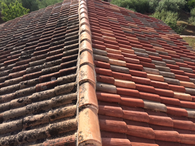 Artisan Monsieur Jean couvreur spécialiste du traitement anti mousse et nettoyage de toiture à Saint-Maxime, Cogolin et Vidauban